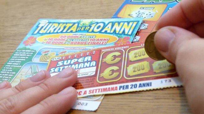 Trova un Gratta e Vinci da 100.000 euro nella spazzatura